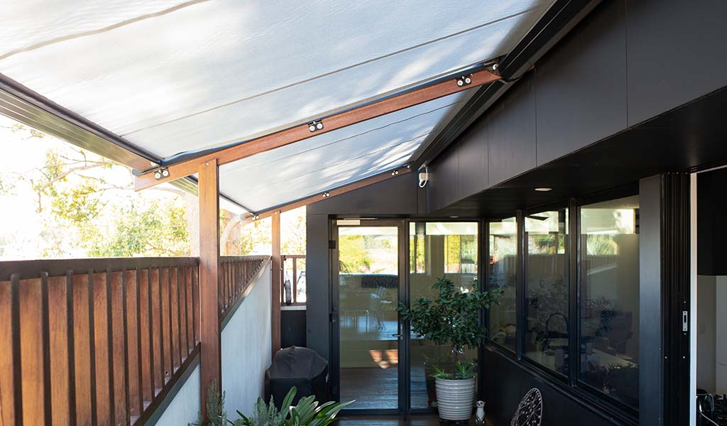 Retractable awnings, retractable roofs and blinds in Balmain for weather protection