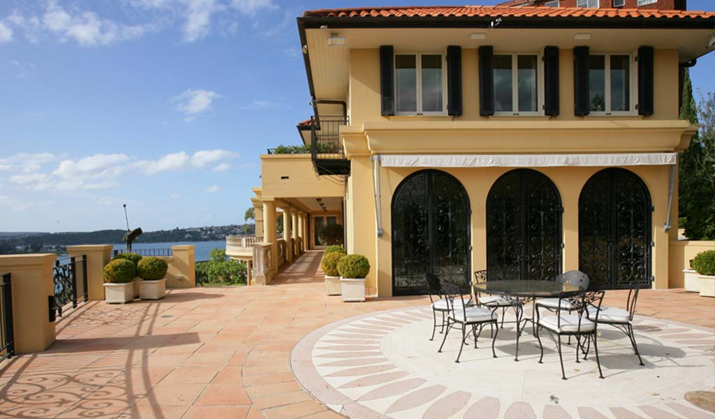 Retractable awnings, retractable roofs and blinds in Point Piper for weather protection